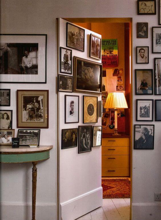 خزانة مخفية خلف لوحات