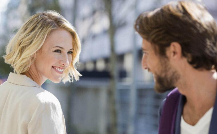 لغة الجسد في الحب : 10 علامات لقراءة لغة الجسد لدي المحبين و المعجبين