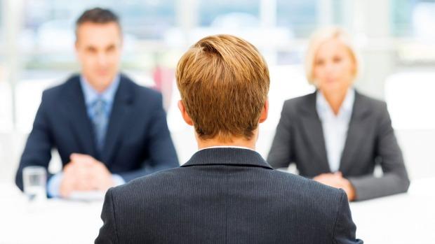 لغة الجسد في العمل: 15 خطأ شائع يجب تجنبهم في مقابلة العمل