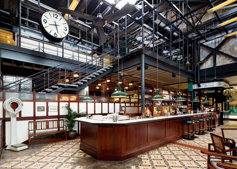 في لندن مطعم ديشوم  Dishoom-restaurant-Kings-Cross-London_dezeen_ss_9